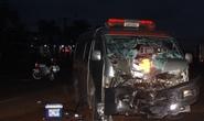 Xe cấp cứu tông xe máy, 2 người thương vong