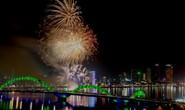 Pháo hoa giữa sông Hàn đón năm mới ở Đà Nẵng