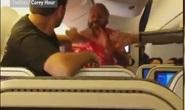 Hành khách choảng nhau dữ dội trên máy bay