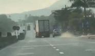 Xe container liên tục lạng lách, ép xe CSGT