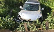 """""""Xế hộp"""" Audi tiền tỉ chở 5 người lao xuống ruộng sâu 2 m"""