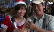 Phóng sự vui: Khi bà già Noel xuống phố và những lời chúc Giáng sinh