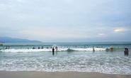 Tắm biển cùng ba mẹ, nam học sinh chết đuối