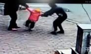 Người làm thuê bắt cóc con chủ nhà để tống tiền