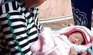 Vớt bé sơ sinh trên nhánh sông Hậu