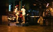 Dịch vụ ba gác giải cứu xe máy đắt khách trong triều cường
