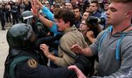 Dân Catalonia đi bầu bất chấp bạo lực