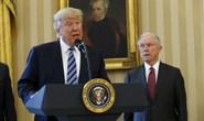 """Ông Trump """"trúng đòn"""" pháp lý"""