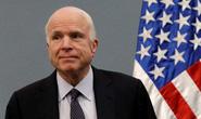 Ông McCain tiếp tục oanh tạc người nhà