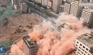 Choáng với cảnh 36 tòa nhà chọc trời sập trong 20 giây ở Trung Quốc