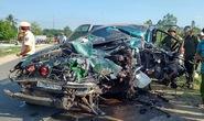 Xe con nát đầu sau va chạm với xe tải, 3 người bị thương
