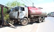 Tránh xe container, xe bồn chở xăng dầu đâm vào hiên nhà dân