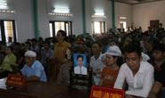 Hàng trăm người kéo đến xem xét xử nam thanh niên giết người