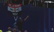 Mourinho tặng huy chương Siêu cúp cho fan