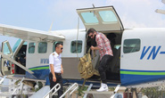 Đạo diễn phim Kong cưỡi thuỷ phi cơ ngắm vịnh Hạ Long