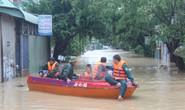 Lũ kéo về bao vây, TP Quy Nhơn chìm trong biển nước