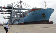 Siêu tàu container dài 399 m cập cảng Cái Mép