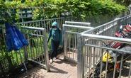 Tháo bớt hàng rào trước Bệnh viện Chợ Rẫy