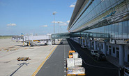 Xe đầu kéo tông chết nhân viên vệ sinh trong sân bay Nội Bài