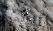 Sập nhà cao tầng, vùi chết 30 lính cứu hỏa