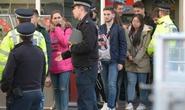 Hàng trăm khách kẹt trên đu quay sau vụ khủng bố ở Anh