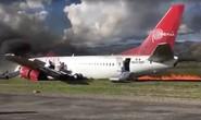 Boeing 737 chở 141 hành khách trượt đường băng, bốc cháy dữ dội