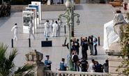 Pháp: Đã cắt cổ 1 người, quay lại đâm người thứ hai