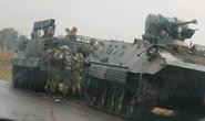 Zimbabwe: Tư lệnh quân đội làm phản, lật đổ tổng thống 93 tuổi?