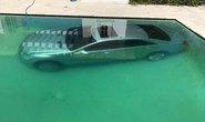 Bị đá, người mẫu Nga dìm xe hơi của tình cũ xuống hồ bơi