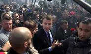Pháp: Bà Le Pen phục kích ông Macron