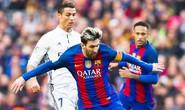 Ronaldo đá xoáy cầu thủ Barcelona trong lễ nhận giải FIFA