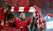CĐV Spartak Moscow giật sập khung thành mừng đội nhà vô địch