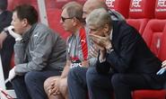Bị fan Arsenal đòi sa thải, Wenger vẫn thản nhiên