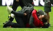 Cận cảnh Mourinho ăn mừng đầy xúc cảm với con trai