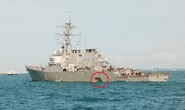 Tàu khu trục Mỹ va chạm tàu hàng gần Singapore