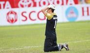 Clip: Thủ môn FLC Thanh Hóa thua bàn đầy nghi ngờ