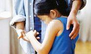 Bé gái 11 tuổi tố cha và ông nội cưỡng bức nhiều lần