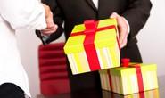 Ban Bí thư nghiêm cấm biếu quà Tết lãnh đạo, cấp trên tranh thủ cấp dưới