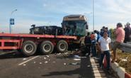 Xe container nổ lốp khiến 2 xe khách gặp nạn thảm khốc