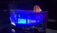 Trái khoáy trên sân khấu Lễ trao giải âm nhạc Mỹ