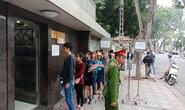 Người dân ùn ùn đến xin visa đi Trung Quốc cổ vũ U23 Việt Nam