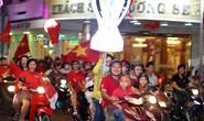 CĐV tràn ngập đường phố Sài Gòn dù U23 Việt Nam về nhì