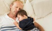 Ngủ cùng cha mẹ, 133 bé sơ sinh chết mỗi năm