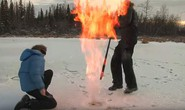 Hồ băng Bắc Cực bốc cháy bí ẩn