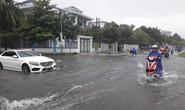 Mưa lớn, đường phố Tam Kỳ biến thành sông