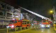 Quán bar ở trung tâm TP HCM cháy ngùn ngụt lúc rạng sáng
