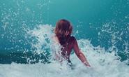 Một phụ nữ bị sóng biển đánh... vỡ động mạch cổ