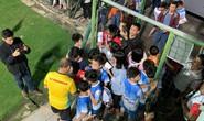 Clip: CĐV bao vây HLV Park Hang-seo và học trò trong ngày trở lại tập luyện