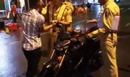 Vụ CSGT ngã ngửa: Người bị cho là thúc cùi chỏ lên tiếng