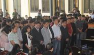 Xử vụ đánh bạc ngàn tỉ: Lộ vẻ mệt mỏi, ông Phan Văn Vĩnh bất ngờ rời nơi xét xử